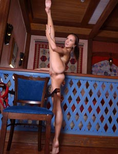 Nude Matilda showing amazing flexibility